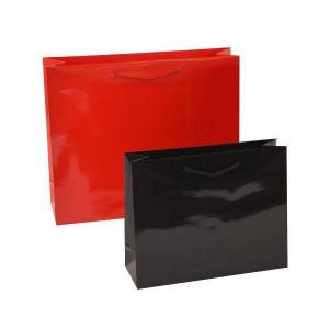 Kordeltragetaschen in rot und schwarz