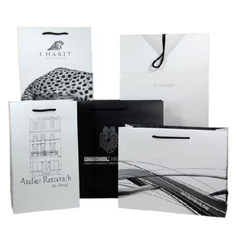Schwarz weiß Papiertragetaschen bedruckt