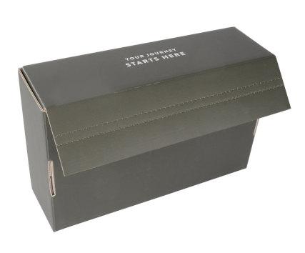 Versandkarton Blacktomato mit Klebestreifen